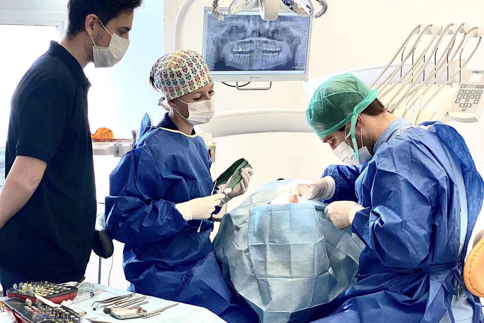 Implant<br /> od 2499 zł
